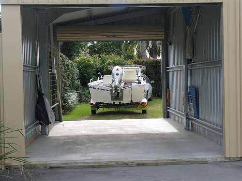 Drive through garage to front lawn for easy access iluka for Drive through carport